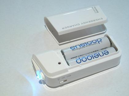 _201305_USB充電器&LEDライト単3電池2本使用_8203